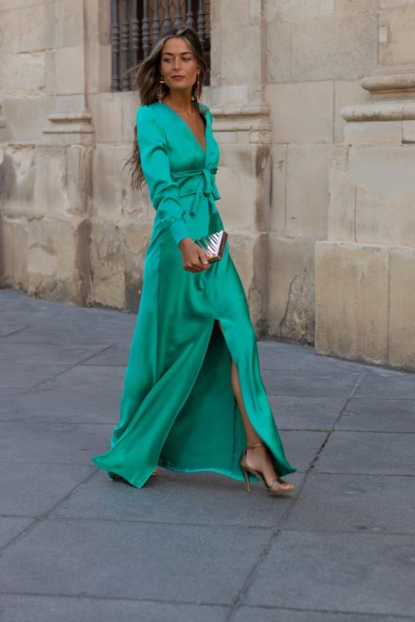 vestido largo verde con escote