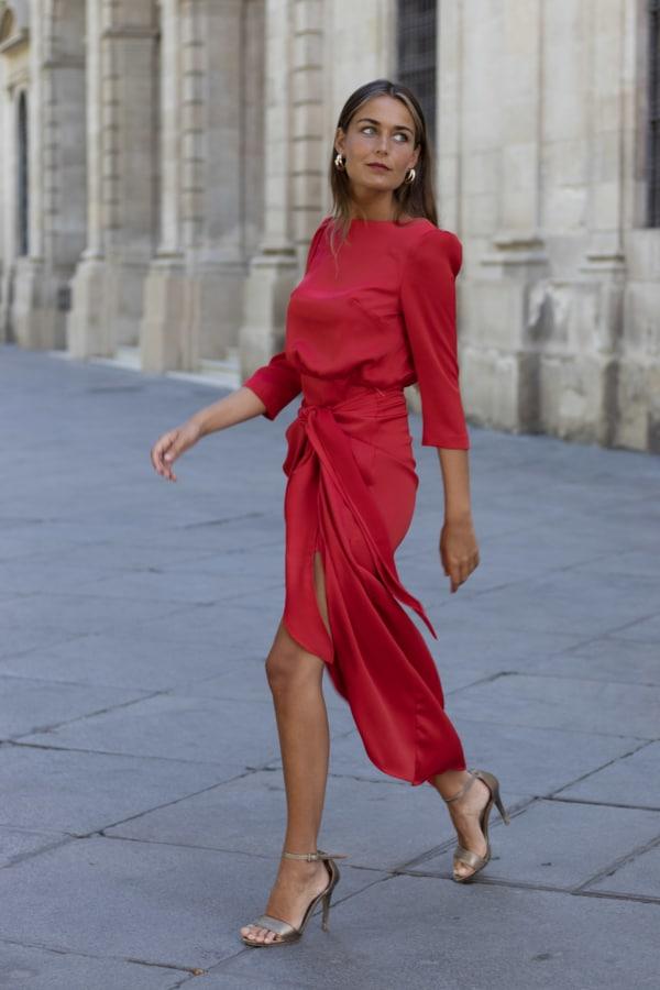 vestido rojo anudado